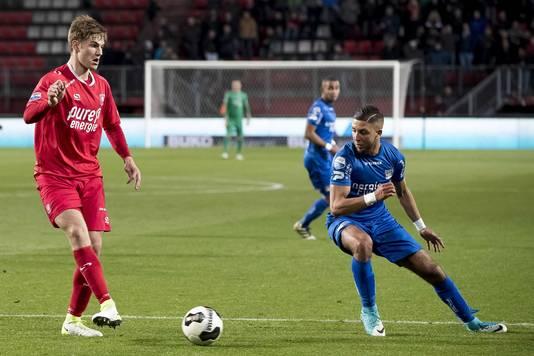 NEC mist Mohamed Rayhi (R) twee wedstrijden wegens een schorsing.