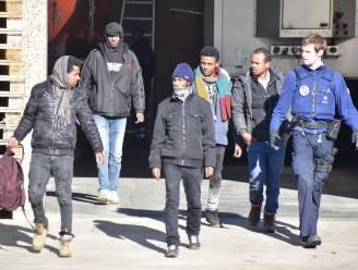 Illegalen in oplegger stranden in Gullegem: één van hen kan vluchten