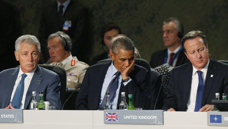 De Amerikaanse minister van defensie Chuck Hagel (l), president Barack Obama en de Britse premier David Cameron tijdens de NATO-top in Wales. Beeld ap