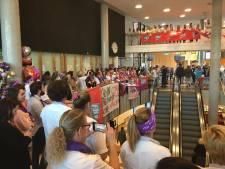 Zingen bij ziekenhuisstaking in JBZ Den Bosch