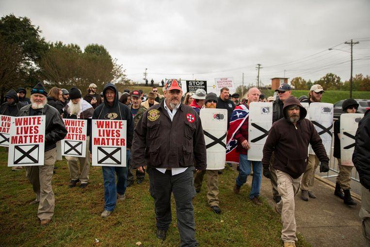 Betoging van extreem-rechtse groeperingen in Tennessee, eind oktober, waaraan onder anderen neonazi's deelnamen. Beeld Photo News