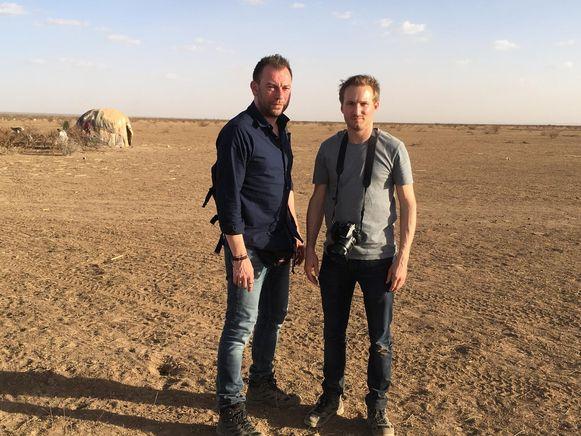 Uw reporters in Somaliland. Journalist Kurt Wertelaers en fotograaf Benoit De Freine.