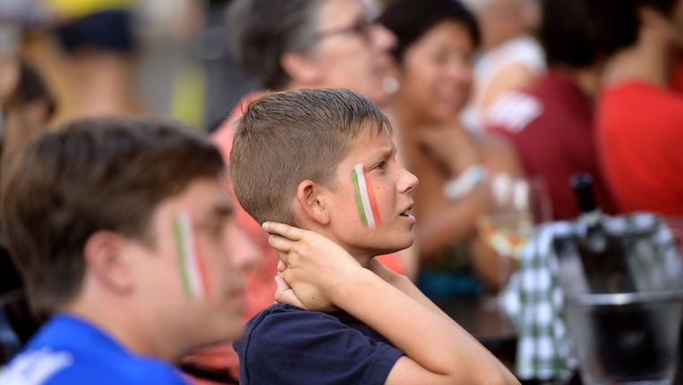 Gespannen gezichten bij Italië-fans Beeld ANP