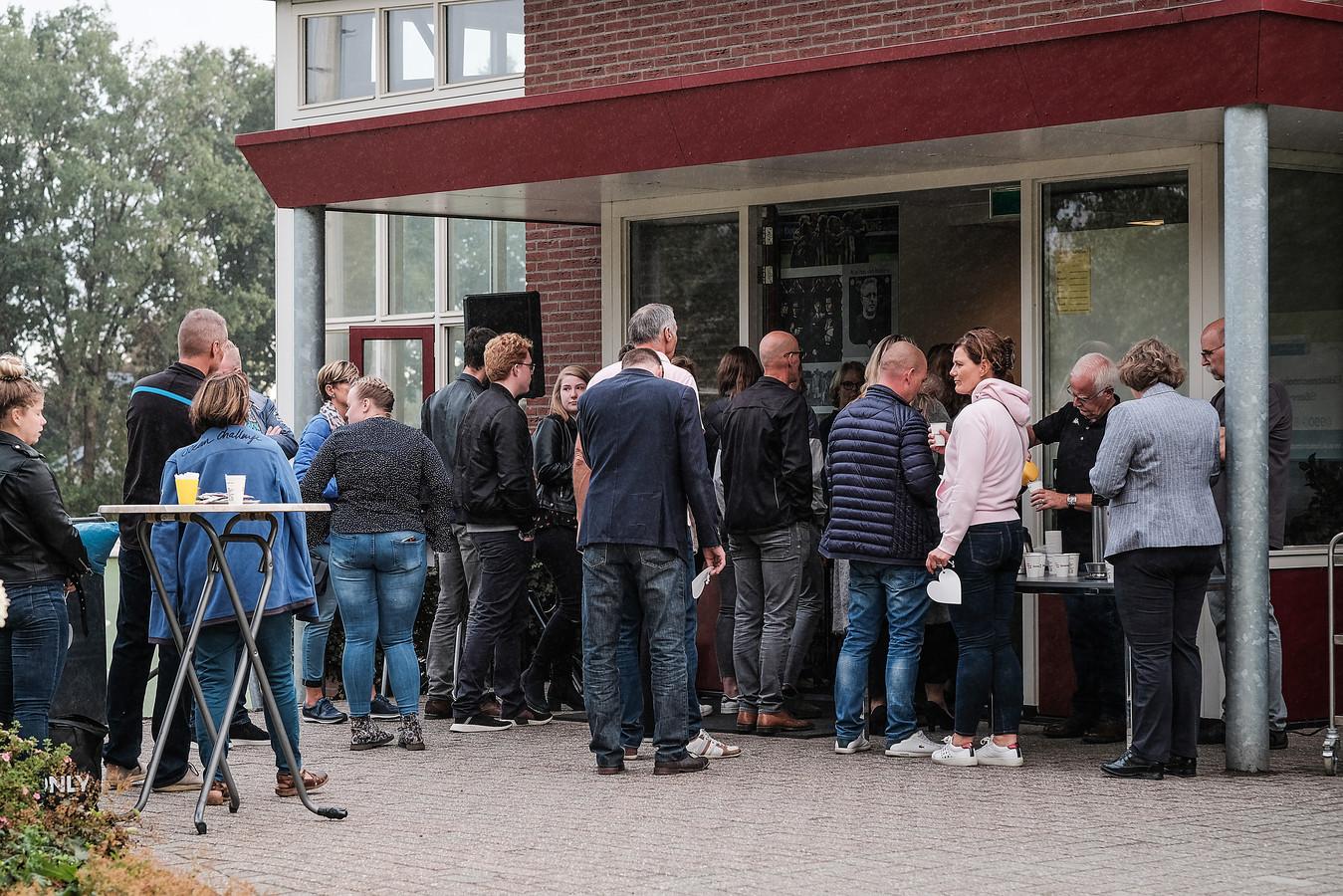 Donderdagavond puilde bij een herdenkingsdienst voor de 13-jarige voetballer Tijmen de kantine van voetbalclub MvR uit.
