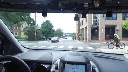 VIDEO: Hoe kunnen zelfrijdende wagens communiceren met voetgangers? Ford deed de test