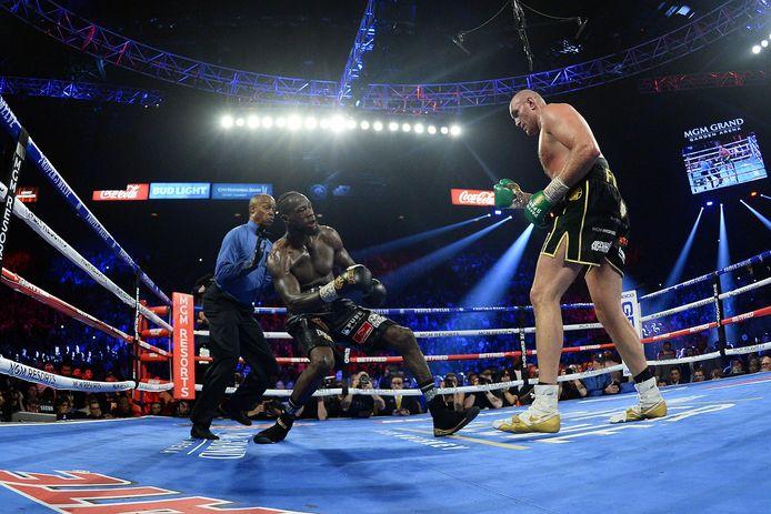 Deontay Wilder aura droit à une revanche après être tombé contre Tyson Fury pour la première fois de sa carrière.