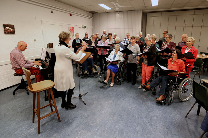 het koor tijdens de repetitie