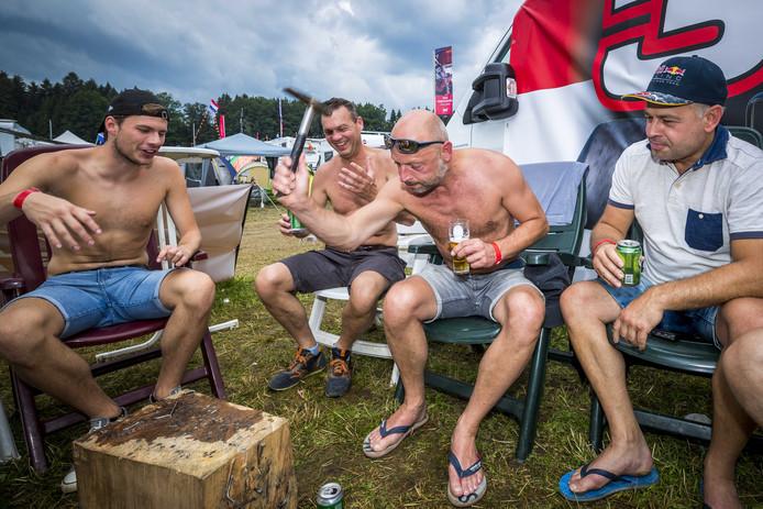 Max Verstappen-fans op de speciale camping voor fans van Formule 1-coureur Max Verstappen in het Oostenrijkse Spielberg.