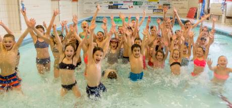 Mini-zwemfeest in zwembad Dol-Fijn
