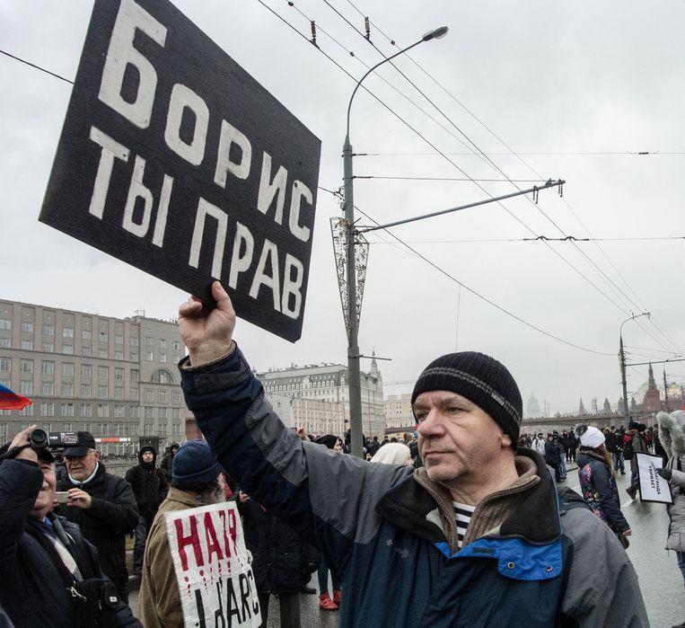 'Boris, je hebt gelijk', vindt een demonstrant tijdens de herdenkingsmars voor Boris Nemtsov, afgelopen zondag in Moskou. Beeld getty