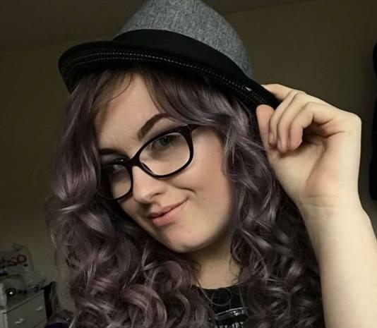 Jodie overleed, nota bene op de verjaardag van haar vader, terwijl haar vriend haar haren streelde.