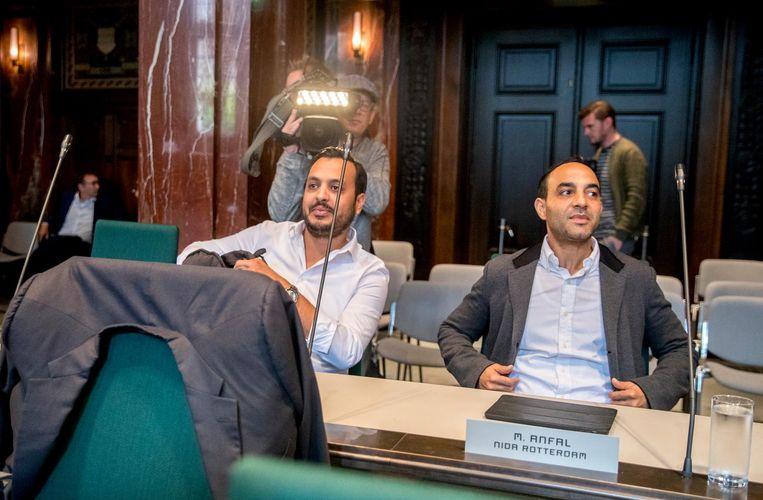 Nourdin el Ouali en Mo Anfal van islampartij Nida in de gemeenteraad van Rotterdam. Samen met Denk willen zij een front vormen tegen Leefbaar Rotterdam en FvD. Beeld anp