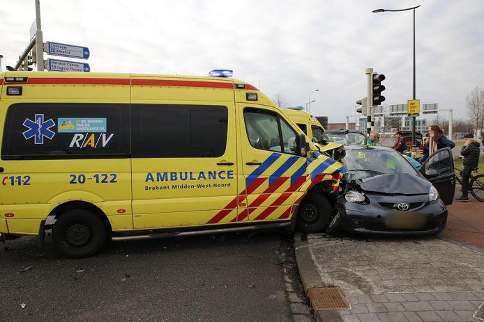 Ambulance betrokken bij ongeval.