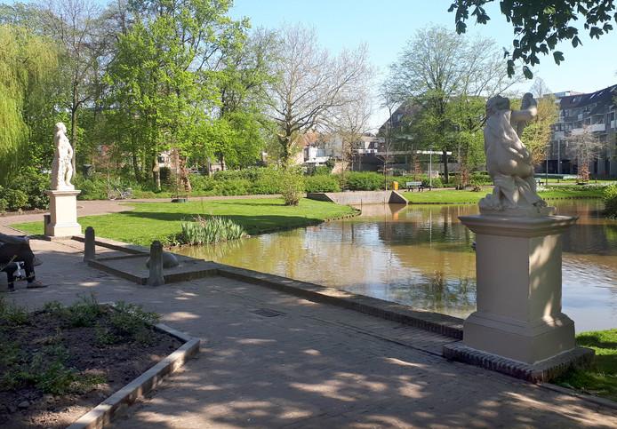 Emile van Loonpark met beelden. Foto Alfred de Bruin