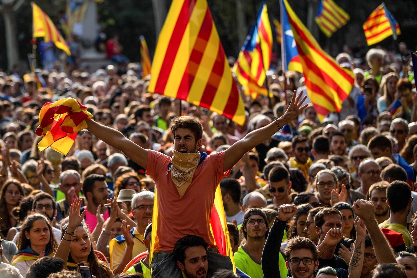 De roep om onafhankelijkheid in Catalonië klinkt luid. Net als in 1991 in Kroatië. Op de Balkan ontaardde het vrijheidsstreven in een burgeroorlog. In Catalonië sloeg de Spaanse politie afgelopen weekeinde in op Catalanen. Is dit een voorbode van een Spaanse 'Balkanoorlog'?