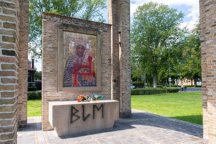Breda  - De Mariakapel op de hoek van de Wilhelminasingel en de Lovensdijkstraat in Breda is beklad.