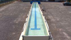 Openbare zwembaden zijn dicht, maar daar vindt deze man een oplossing voor
