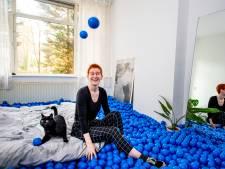 Rotterdamse heeft duizenden blauwe ballen op haar bed en het verveelt nooit