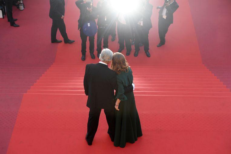 Regisseur van Elle, Paul Verhoeven, en hoofdrol-speelster Isabelle Huppert in Cannes in 2016, voorafgaand aan de première.  Beeld AFP