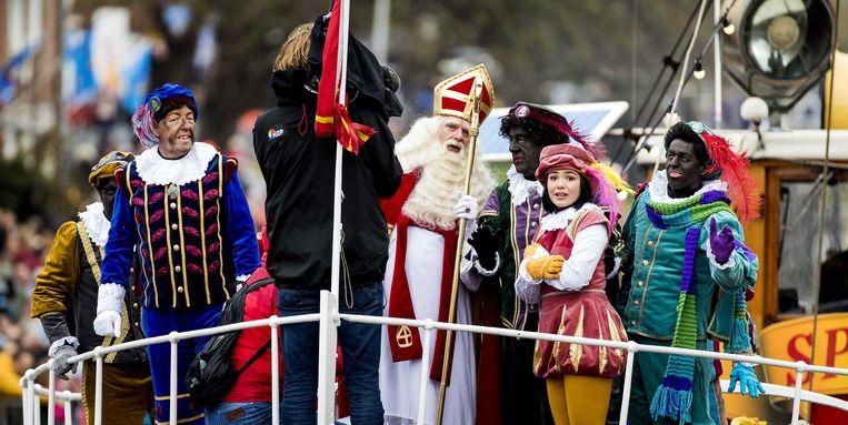 De intocht van Sinterklaas vorig jaar, in de Nederlandse stad Dokkum (Friesland).