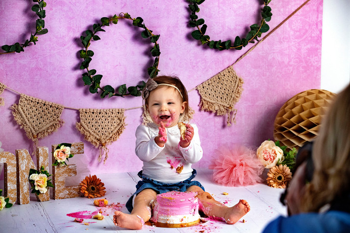 Baby Olivia tijdens de cakesmash-shoot.