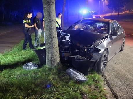 Automobiliste gewond na botsing tegen boom in Roosendaal