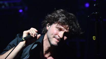 Franse zanger die vriendin vermoordde, schrapt optredens na golf van protest