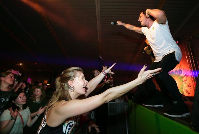 De boyband 5ive laat het publiek genieten tijdens Drop the 90's in Breda.