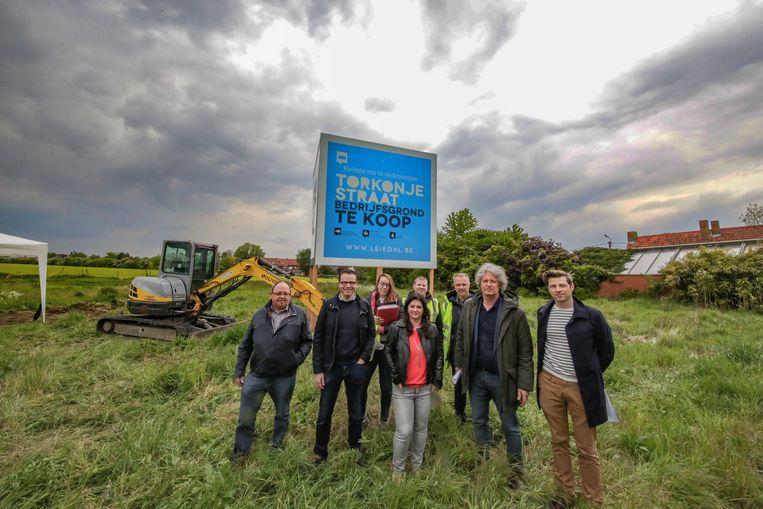 Na 12 jaar kunnen intercommunale Leiedal en de stad Kortrijk, samen met studiebureau Sweco en aannemer Olivier Construct eindelijk starten met de infrastructuurwerken voor dit project.