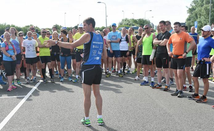 De eerste training voor de Kustmarathon stond onder leiding van Jan de Wilde.