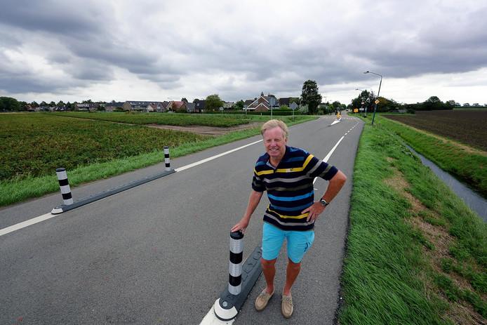 Hans de Jong ageerde vorig jaar al tegen de genomen verkeersmaatregelen op de Noordlangeweg in Willemstad.