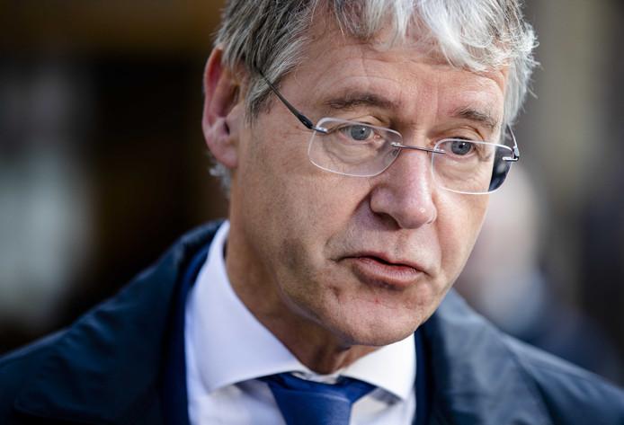 Minister Arie Slob voor Basis- en Voortgezet Onderwijs en Media (ChristenUnie) bij aankomst op het Binnenhof voor de wekelijkse ministerraad.