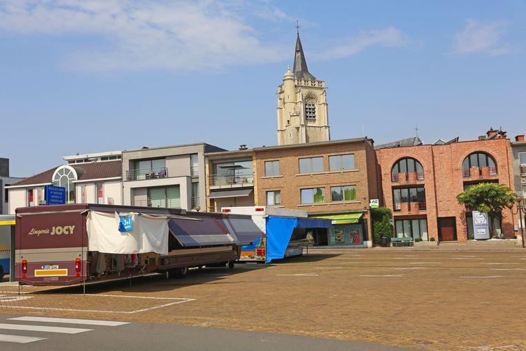 De wekelijkse markt in Ternat bood vanmorgen een desolate aanblik. De helft van de marktkramers bleef thuis.