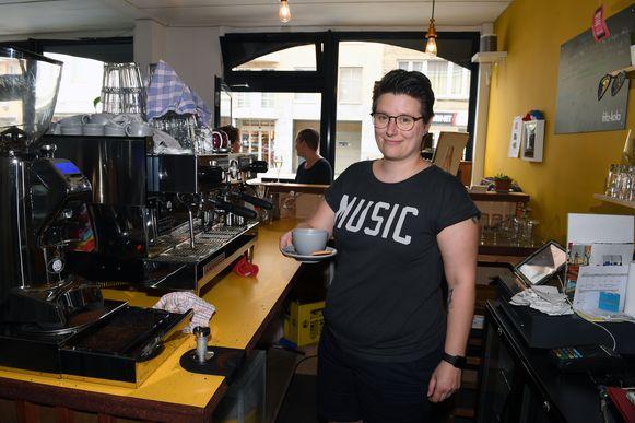 Koffiezaak PEP start met een mooi initiatief. De uitbaatster geeft klanten de kans om te betalen voor een 'uitgestelde koffie'. Daarmee kunnen klanten een koffie betalen die ze op die manier schenken aan iemand die het niet al te breed heeft.
