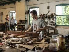 Het vak van de restauratie wordt in Lonneker generatie op generatie uitgeoefend
