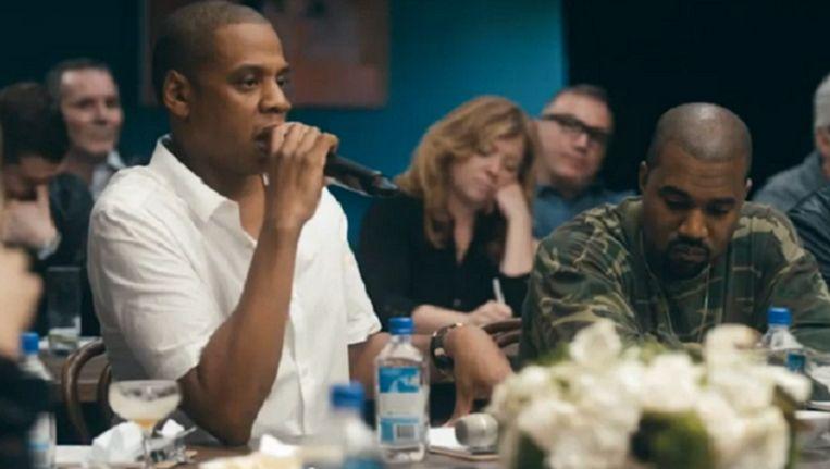 Muzikant en producer Jay Z aan het woord tijdens een vergadering over Tidal. Rechts van hem Kanye West. Beeld Screenshot Youtube