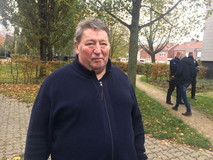 Medebewoner Henri Ruelens zag de zwarte rook en verwittigde de brandweer.