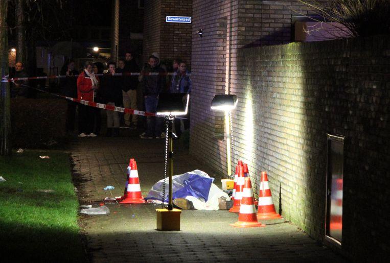 Bij een schietpartij in de Dokkummerstraat in Berkel en Rodenrijs is een 44-jarige man om het leven gekomen. Reanimatiepogingen door hulpverleners waren tevergeefs.  Beeld null