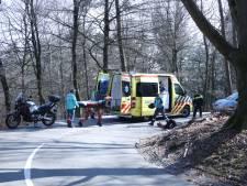 Motorrijder breekt enkel bij ongeluk in de beruchte S-bochten bij de Posbank, weg afgesloten
