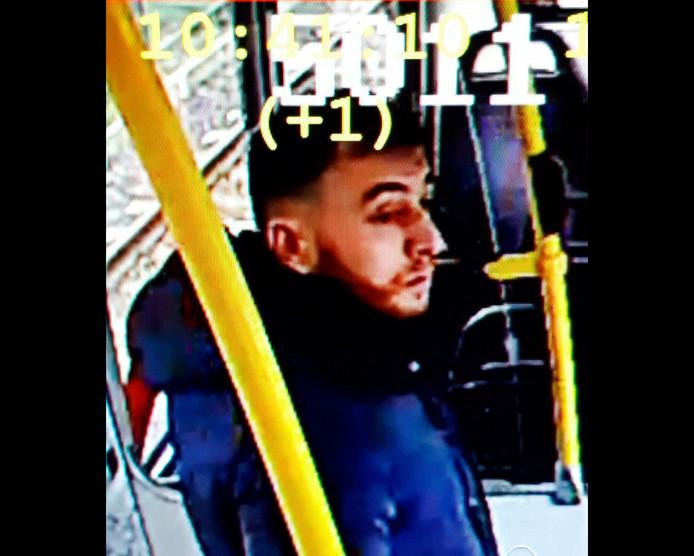Beeld van Gökmen Tanis, gemaakt door een surveillancecamera in de tram.