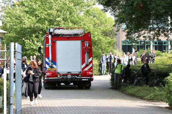 Commotie op het Vakcollege Noordoostpolder in Emmeloord nadat er binnen brand ontstond.