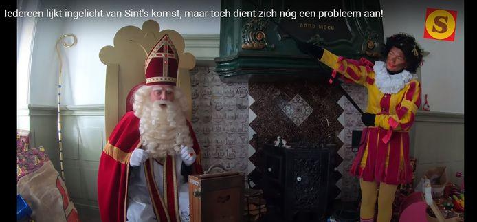 Sinterklaas aan het vloggen met zijn stokoude filmcamera. Beeld uit de Souburgse sinterklaasfilms.