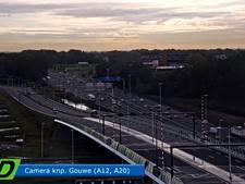 Verkeer op A12 richting Utrecht komt weer op gang na botsing bij Reeuwijk