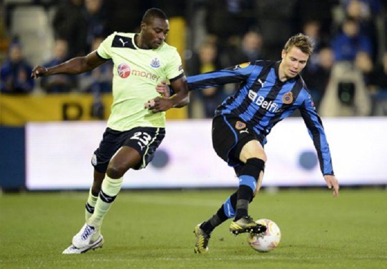 Jesper Jorgensen (rechts, nu Esbjerg) in actie tegen Newcastle.