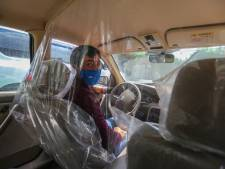 Ministerie laat onderzoeken of plastic schermen in auto's een wapen kunnen zijn tegen het coronavirus