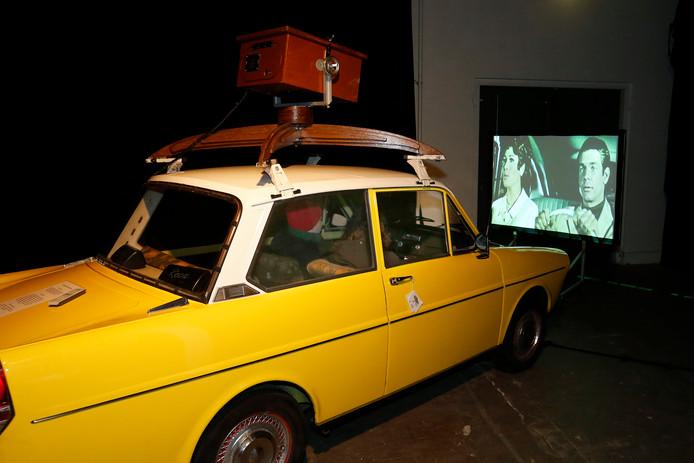 In de Reizende Bioscoop op Docfeed 2017 stond een 34 jaar oude DAF 33. Daarin konden vier bezoekers tegelijk naar een film kijken. Het geluid van de documentaires hoor je alleen in de auto.
