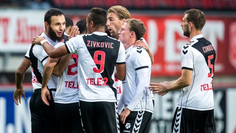 FC Utrecht speler Richairo Zivkovic viert zijn doelpunt met FC Utrecht speler Nacer Barazite die op doel schoot. Beeld Pro Shots