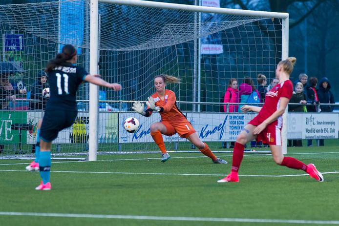 Jade Adan in actie namens FC Twente in 2017.