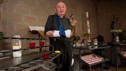 Kranige pastoor (85) mept dief tand uit