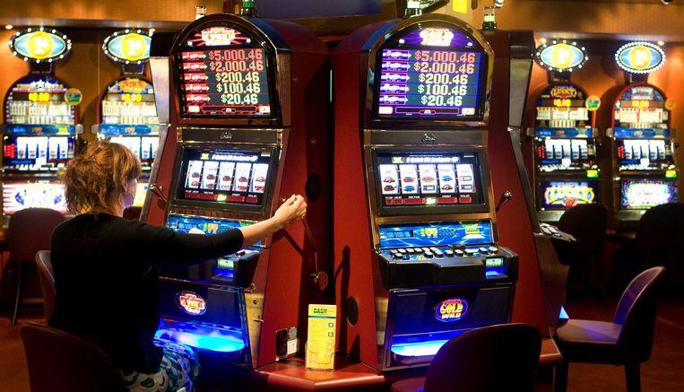 De Kansspelautoriteit deed vorig jaar 40 onderzoeken naar aanbieders van illegale kansspelen, van verboden loterijen tot speelautomaten. Beeld anp